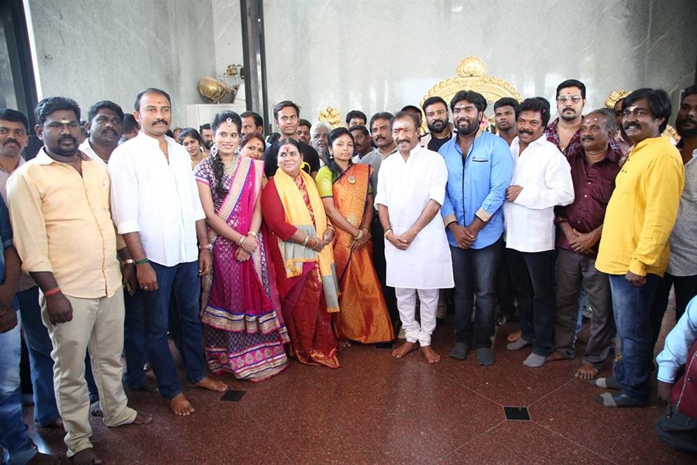 Mannar and Company Movie Pooja Stills