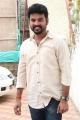 Actor Vimal @ Mannar Vagaiyara On Location Press Meet Photos