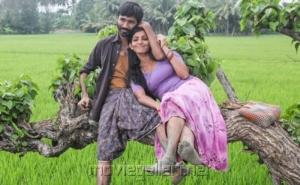 Dhanush, Parvathi Menon Hot in Mariyaan Tamil Movie Stills