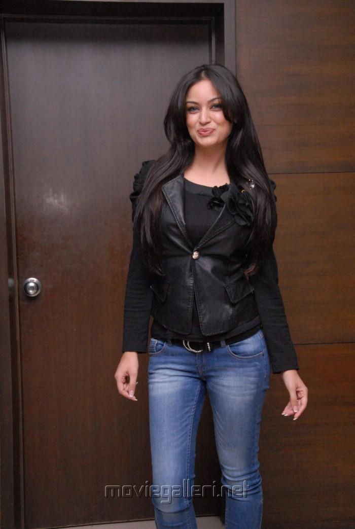 Maryam Zakaria Hot