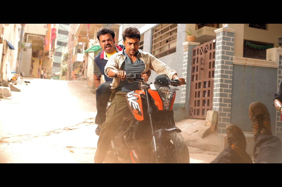 Premji, Suriya in Massu Engira Masilamani Movie Stills
