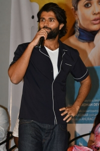 Vijay Devarakonda @ Meeku Mathrame Cheptha Thanks Meet Photos