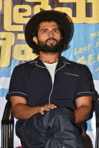 Vijay Deverakonda @ Meeku Mathrame Cheptha Thanks Meet Photos