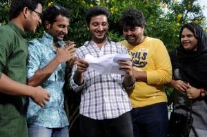Walter Phillips, Vidyullekha Raman in Meendum Oru Kadhal Kadhai Movie Stills