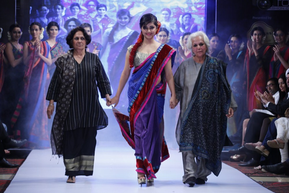 Meera Chopra walks the ramp at BPHIFW 2012 Day 3