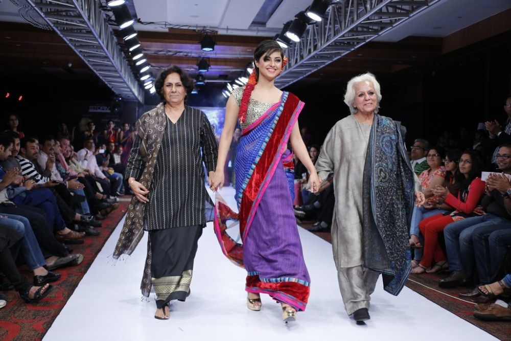 Meera Chopra walks the ramp at BPHIFW 2012 Day 3
