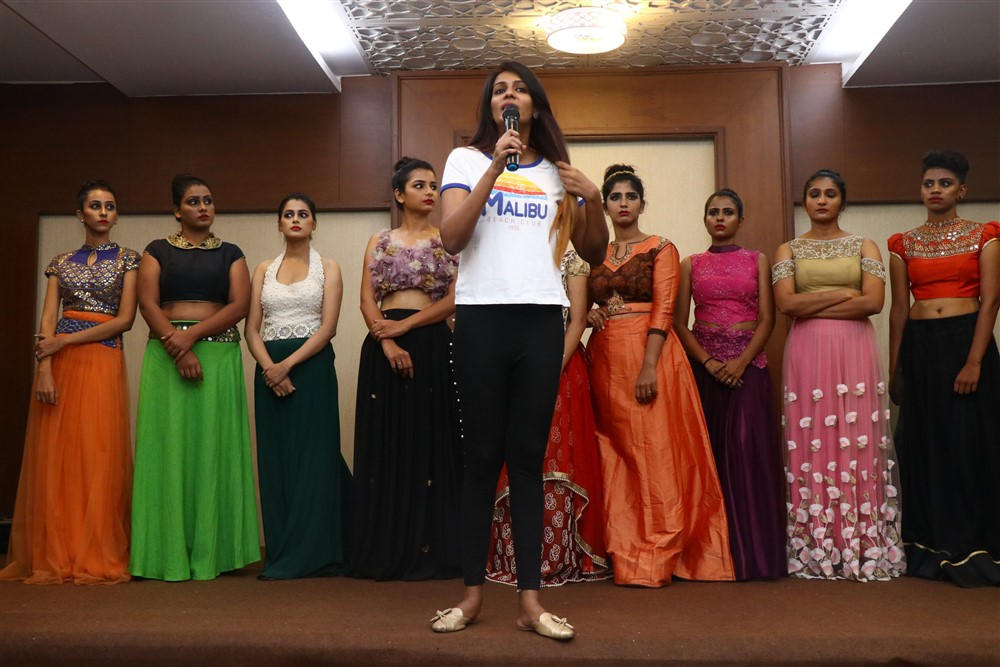 Actress Meera Mitun Press Meet about Miss Tamil Nadu Diva
