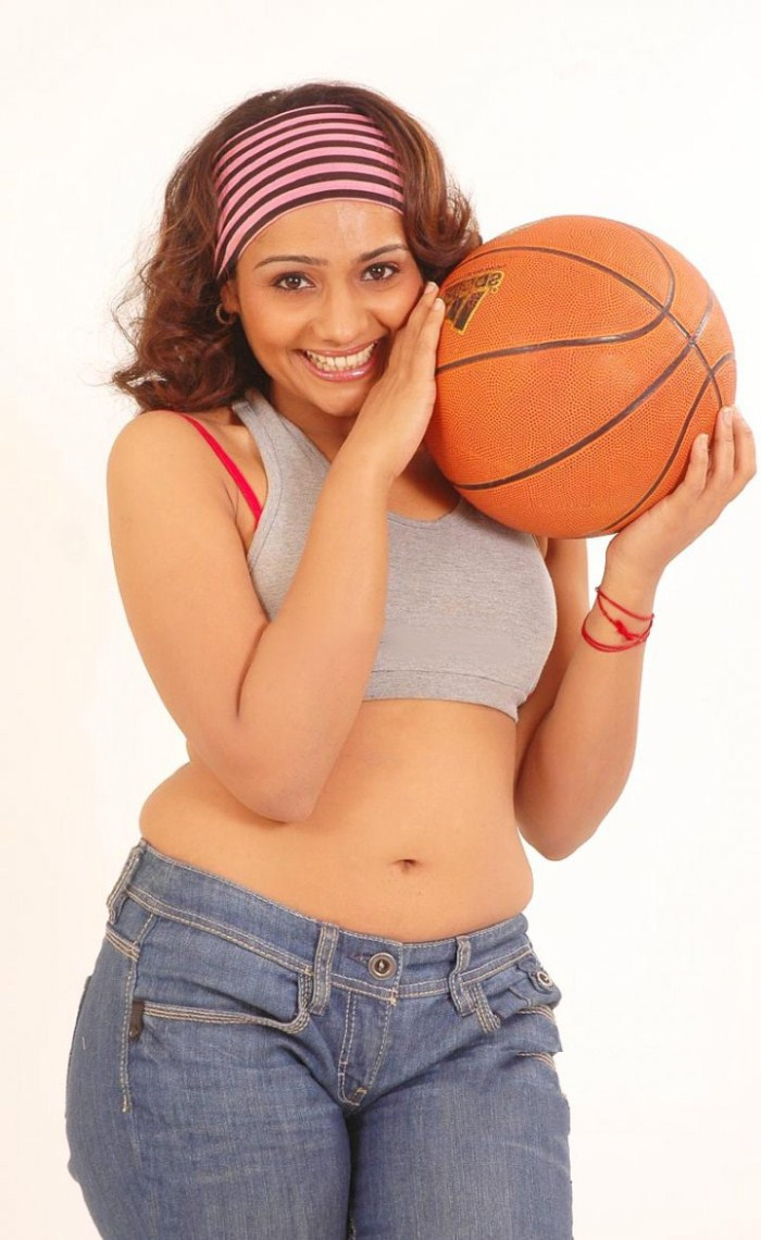 Meera Vasudevan Hot Photoshoot Gallery