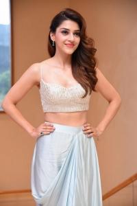Actress Mehreen Pics @ Manchi Rojulochaie Characters Intro
