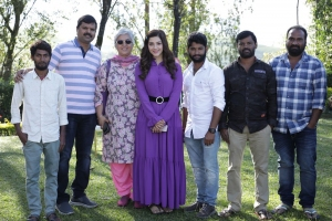 Actress Mehreen Pirzada Birthday Celebrations at Entha Manchivaadavuraa Movie Sets
