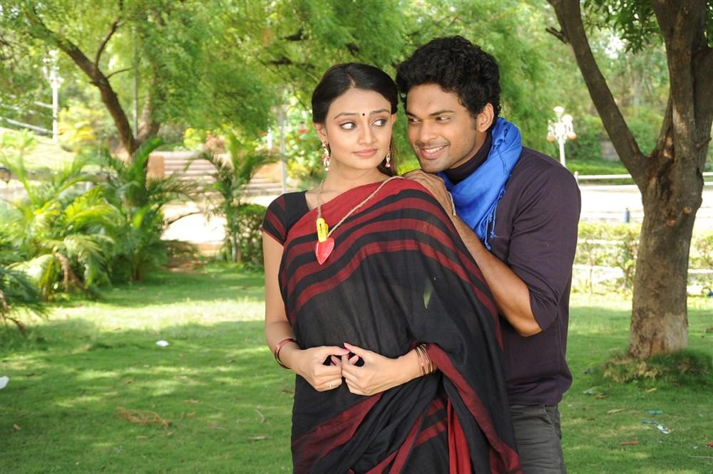 Nikitha Narayan, Ajmal Ameer in Mella Thiranthathu Manasu Tamil Movie Images