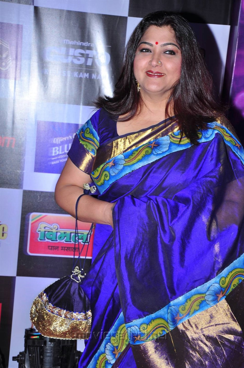 Kushboo Tamil Hot Simple picture 906279   actress kushboo at mirchi music awards 2014 red