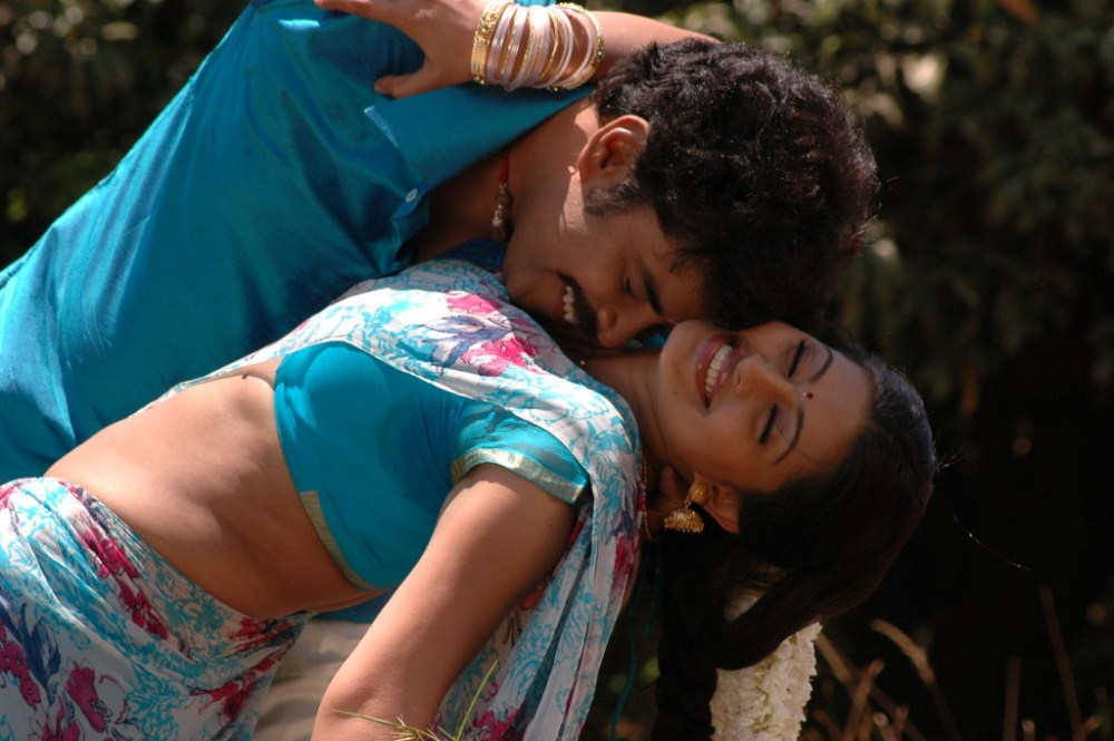 Sundar C, Sneha In Mondi Mogudu Movie Hot