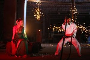 Nayanthara, RJ Balaji in Mookuthi Amman Movie Images HD