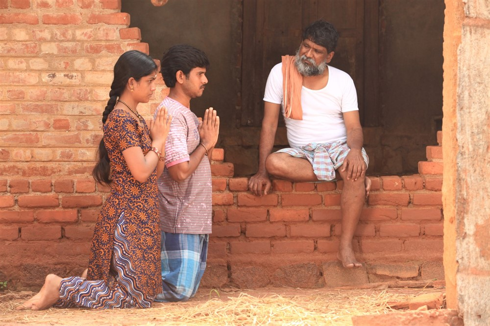 Subapriya, Pugazh in Munthirikkaadu Movie Stills