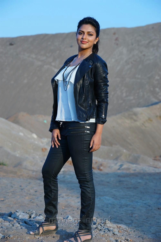 Actress Amala Paul Hot in Murugavel Movie Stills