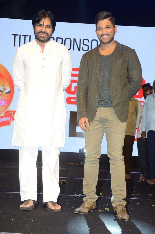 Pawan Kalyan, Allu Arjun @ Naa Peru Surya Thank You India Meet Stills