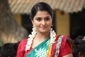 Actress Ramya Nambeesan in Naalu Policeum Nalla Irundha Oorum Movie Stills