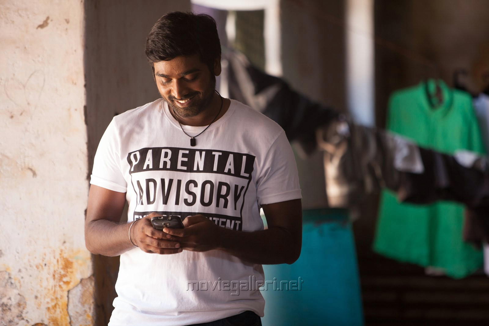 Image result for vijay sethupathi naanum rowdy thaan images