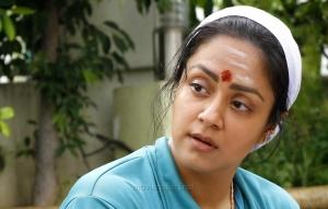 Naachiyaar Heroine Jyothika Images HD