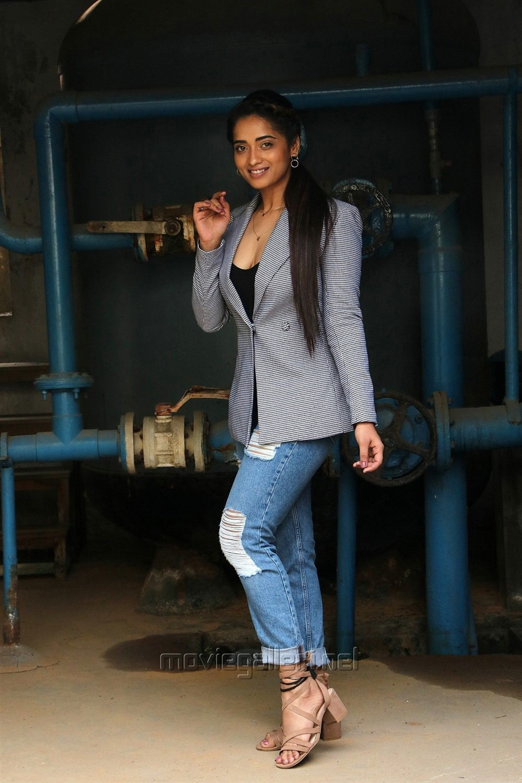 Actress Masoom Shankar @ Nagesh Thiraiyarangam Press Meet Stills