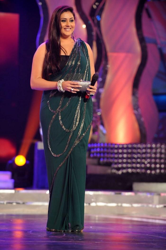 Namitha Hot Saree Stills @ Lux Sandal Cine Maa Awards 2011