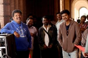 Vijay, Shankar, Manoj Paramahamsa at Nanban On Location Stills