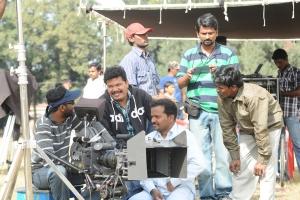 Shankar, Manoj Paramahamsa at Nanban On Location Stills