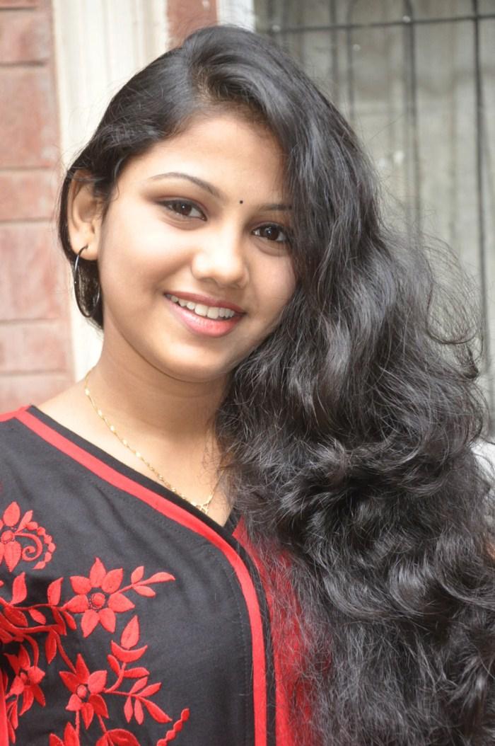 Actress Manishajith at Nanbargal Kavanathirku Movie Press Meet Stills