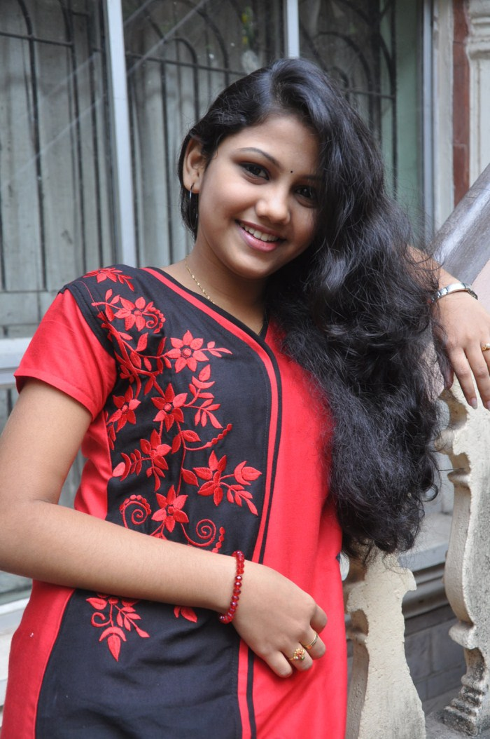 Actress Maneeshajit at Nanbargal Kavanathirku Movie Press Meet Stills