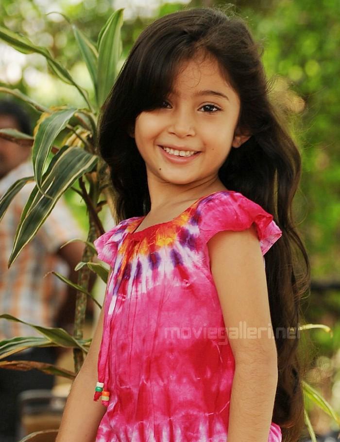 Deiva Thirumagan Sara Cute Photos Stills Nanna Child ...