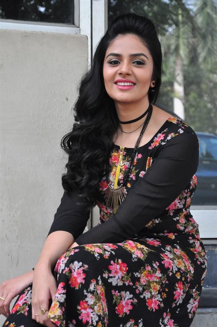 Sree Mukhi @ Nanna Nenu Naa Boyfriends Teaser Launch Stills