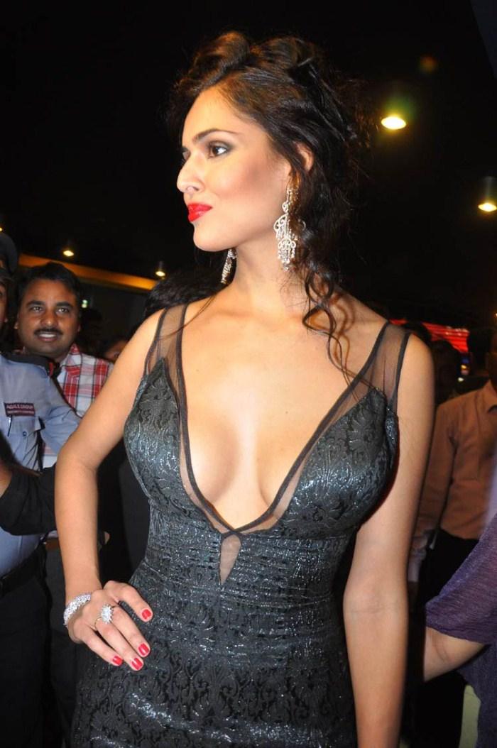 Nathalia Kaur Spicy Hot Pics