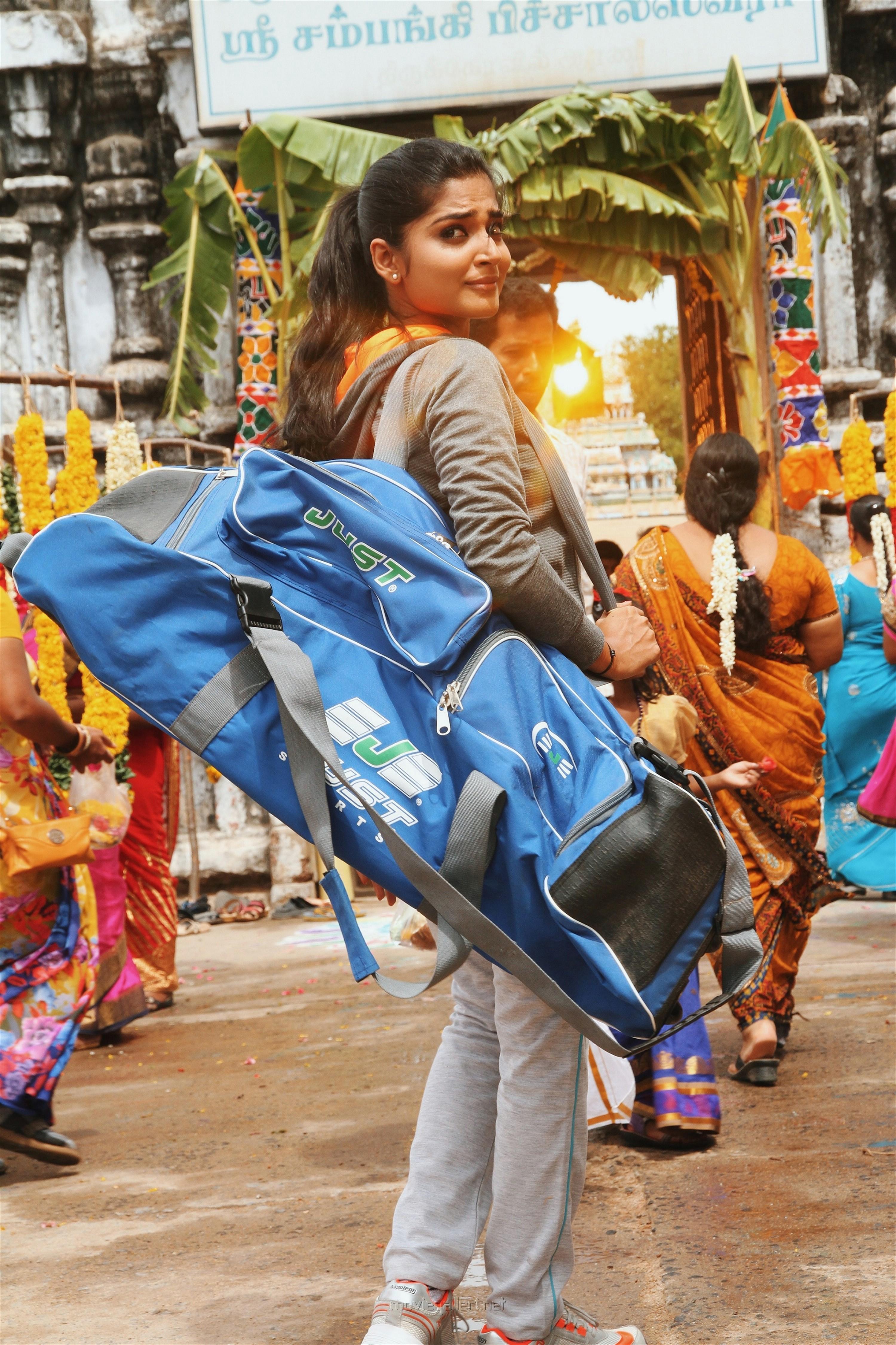 Actress Anagha in Natpe Thunai Movie Stills HD
