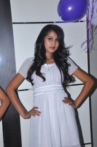 Hyderabad Model Honey @ Naturals Family Salon Launch