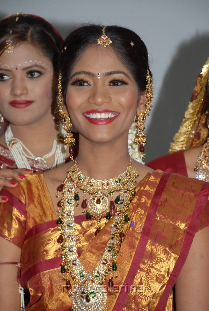 Picture 229904 Naturals Salon Training on Bridal Make Up ...