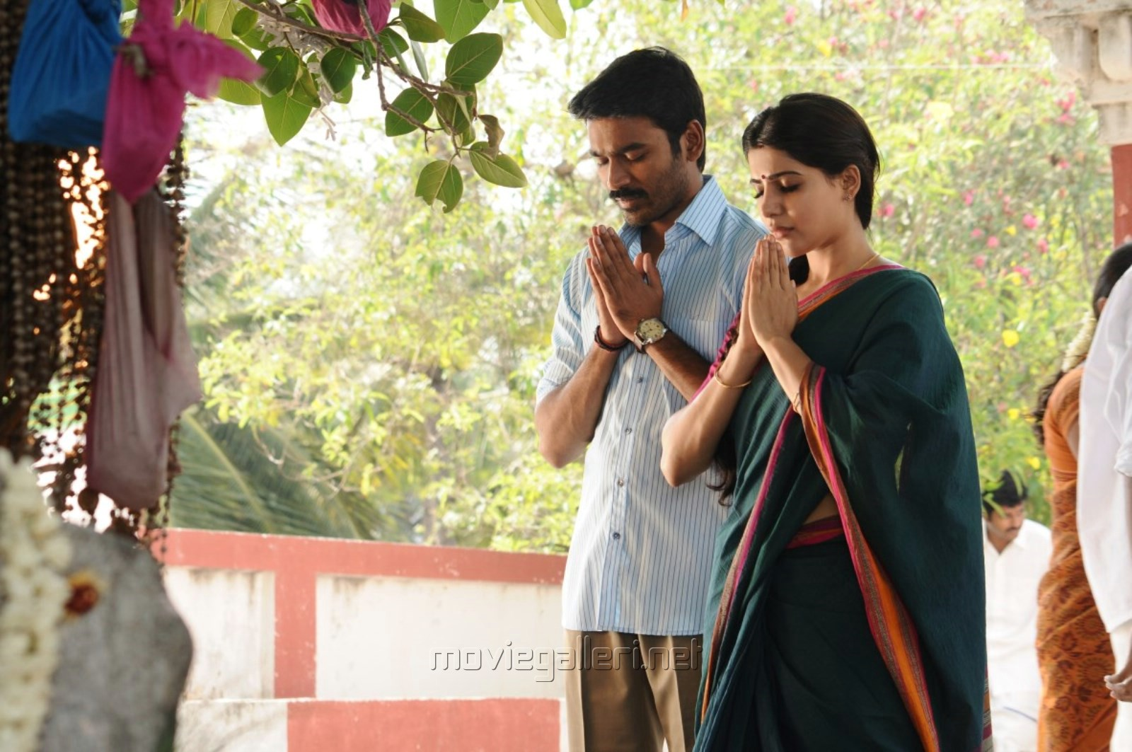 Dhanush, Samantha in Nava Manmadhudu Movie Photos