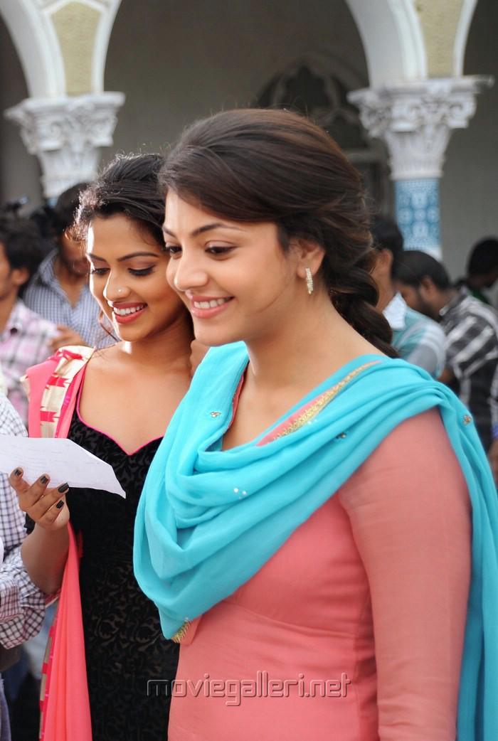 Kajal Agarwal Hot Back Show In Nayak Picture 353574   Amala...