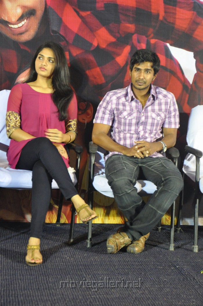 Sunaina, Vishnu at Neerparavai Movie Press Meet Stills