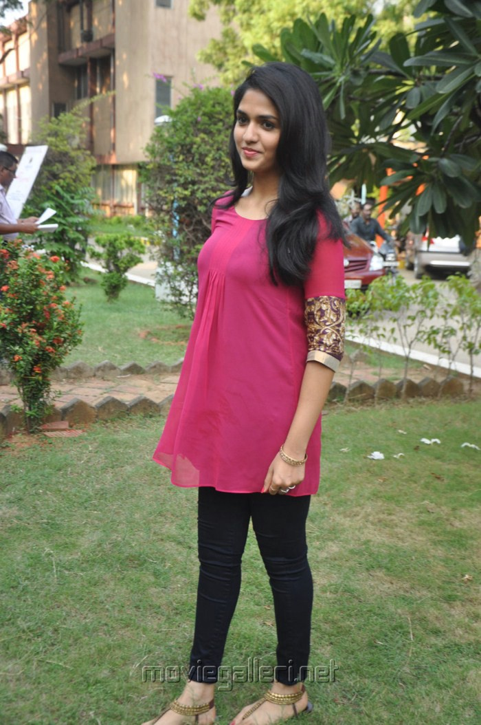 Actress Sunaina at Neerparavai Movie Press Meet Photos