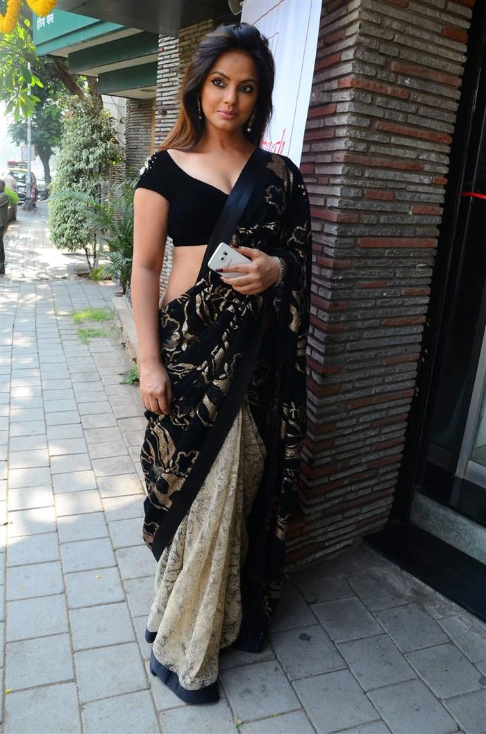 Actress Neetu Chandra Hot Pics in Black Saree