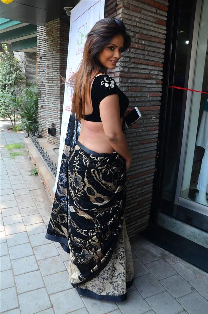 Actress Neetu Chandra Black Saree Hot Pics