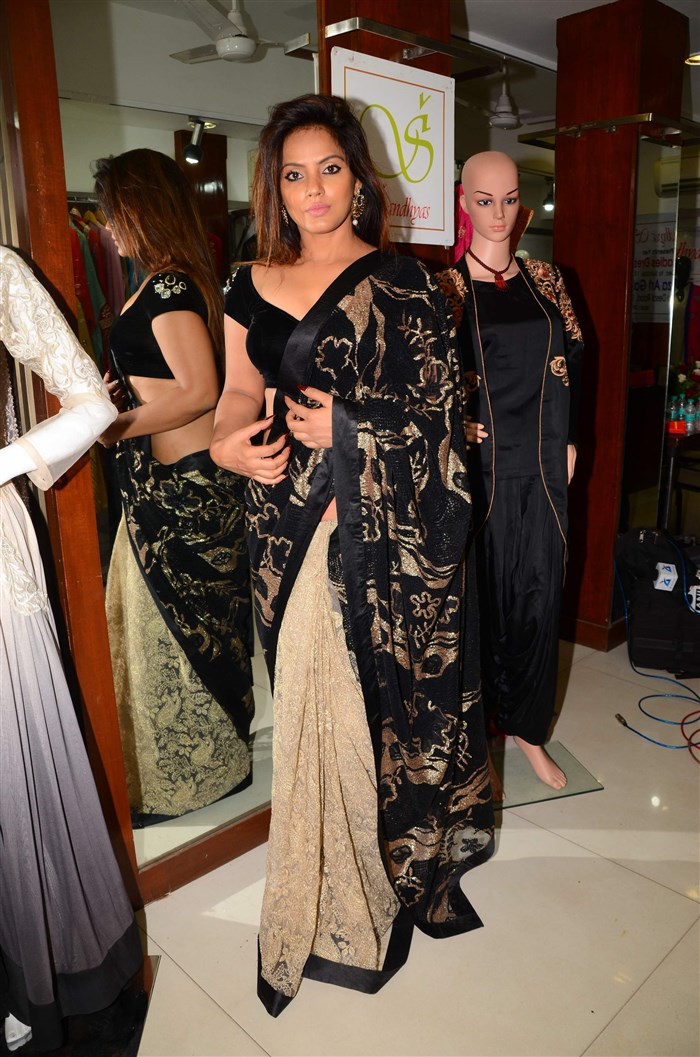 Actress Neetu Chandra in Black Saree Hot Pics