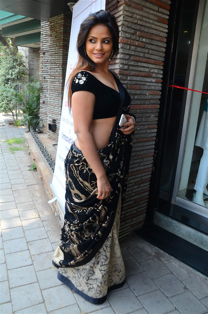 Actress Neetu Chandra in Black Saree Hot Pics