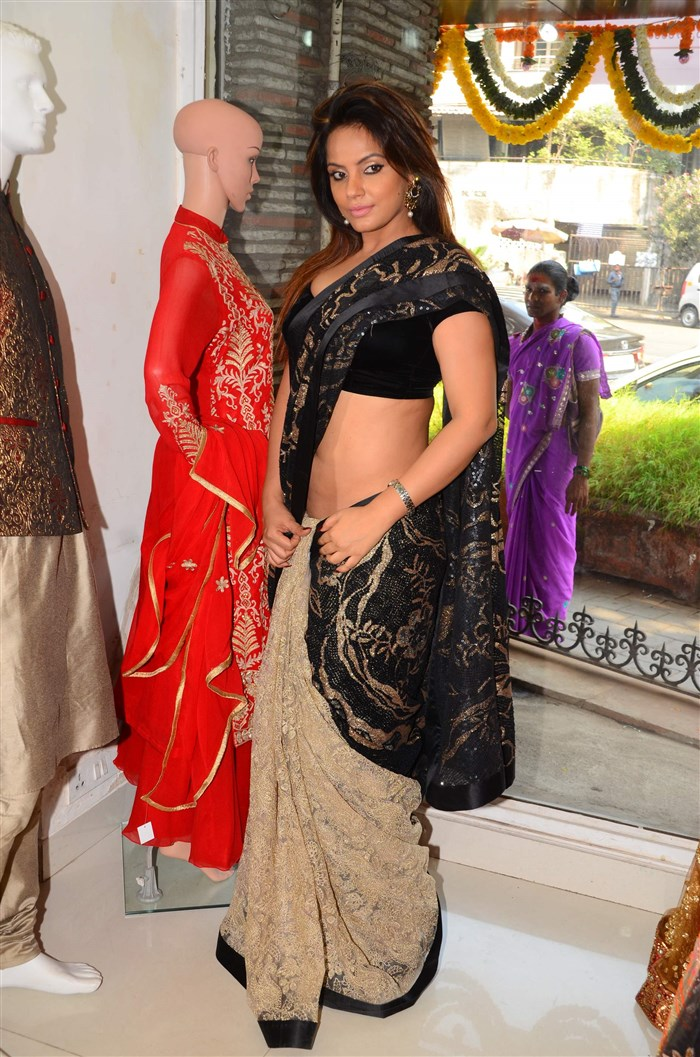 Actress Neetu Chandra Hot Black Saree Pics