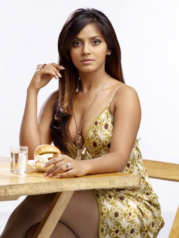 Neetu Chandra Not A Lesbian