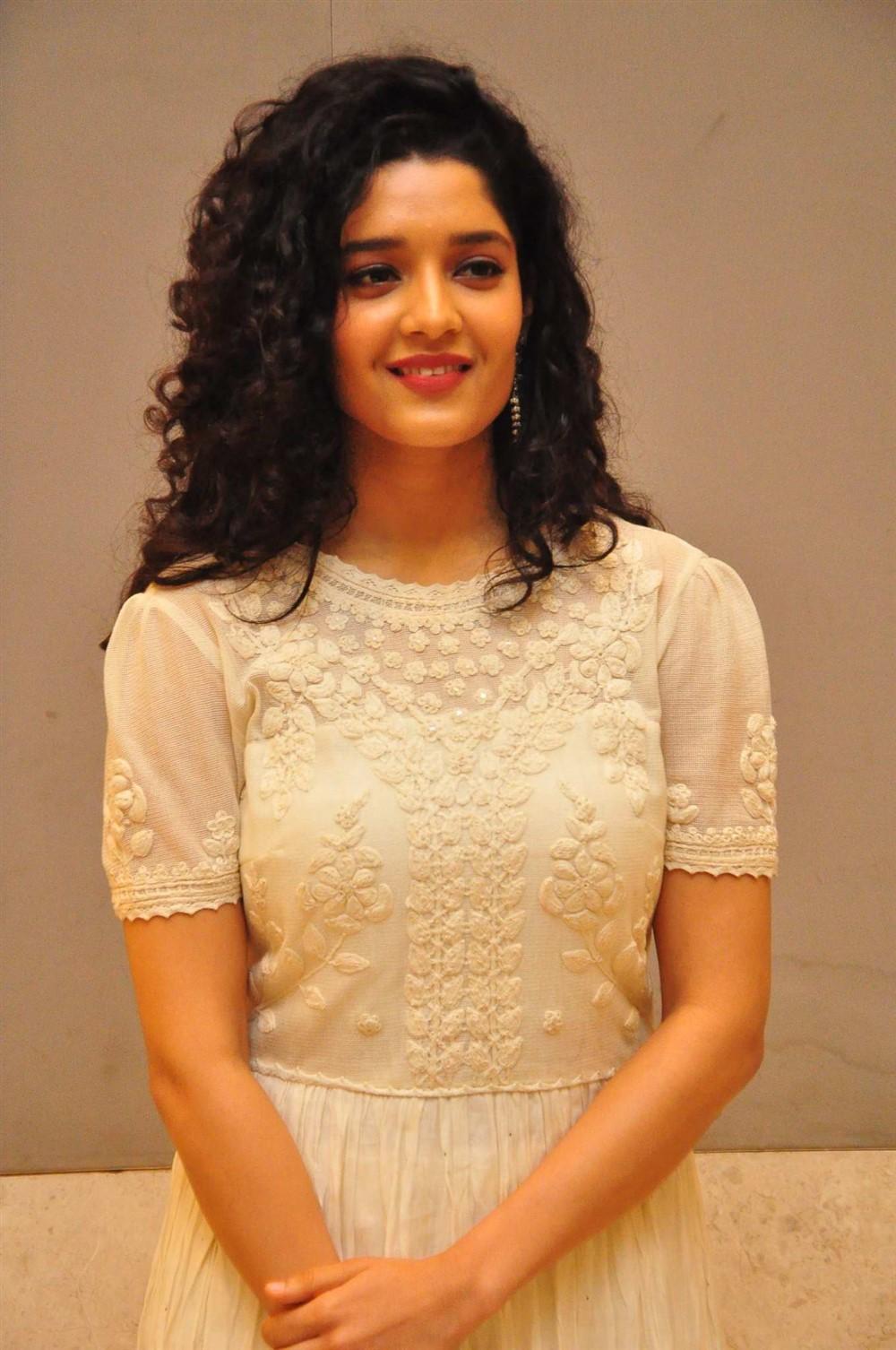 Actress Ritika Singh @ Neevevaro Movie Press Meet Stills