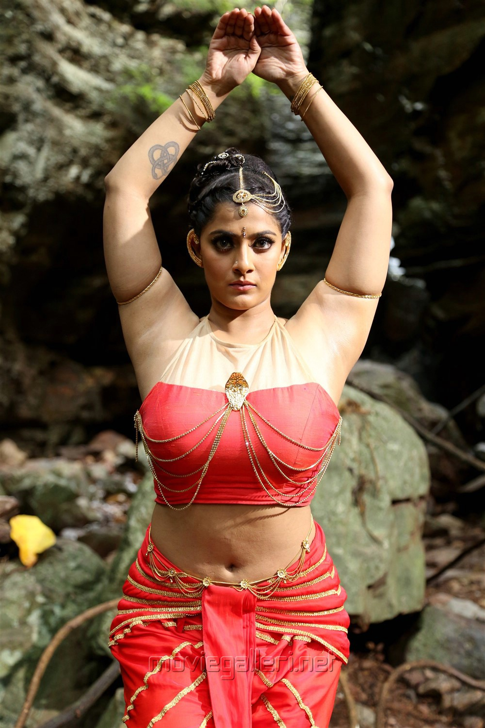Heroine Varalaxmi in Neeya 2 Movie Photos