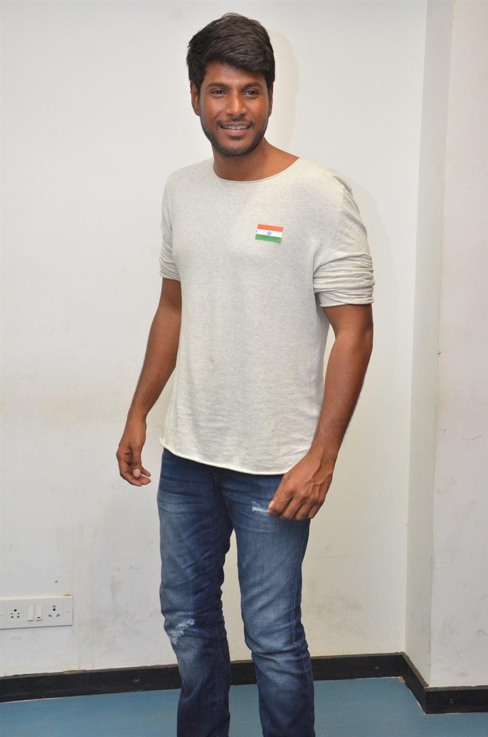 Actor Sundeep Kishan @ Nenjil Thunivirunthal Movie Team Press Meet Stills