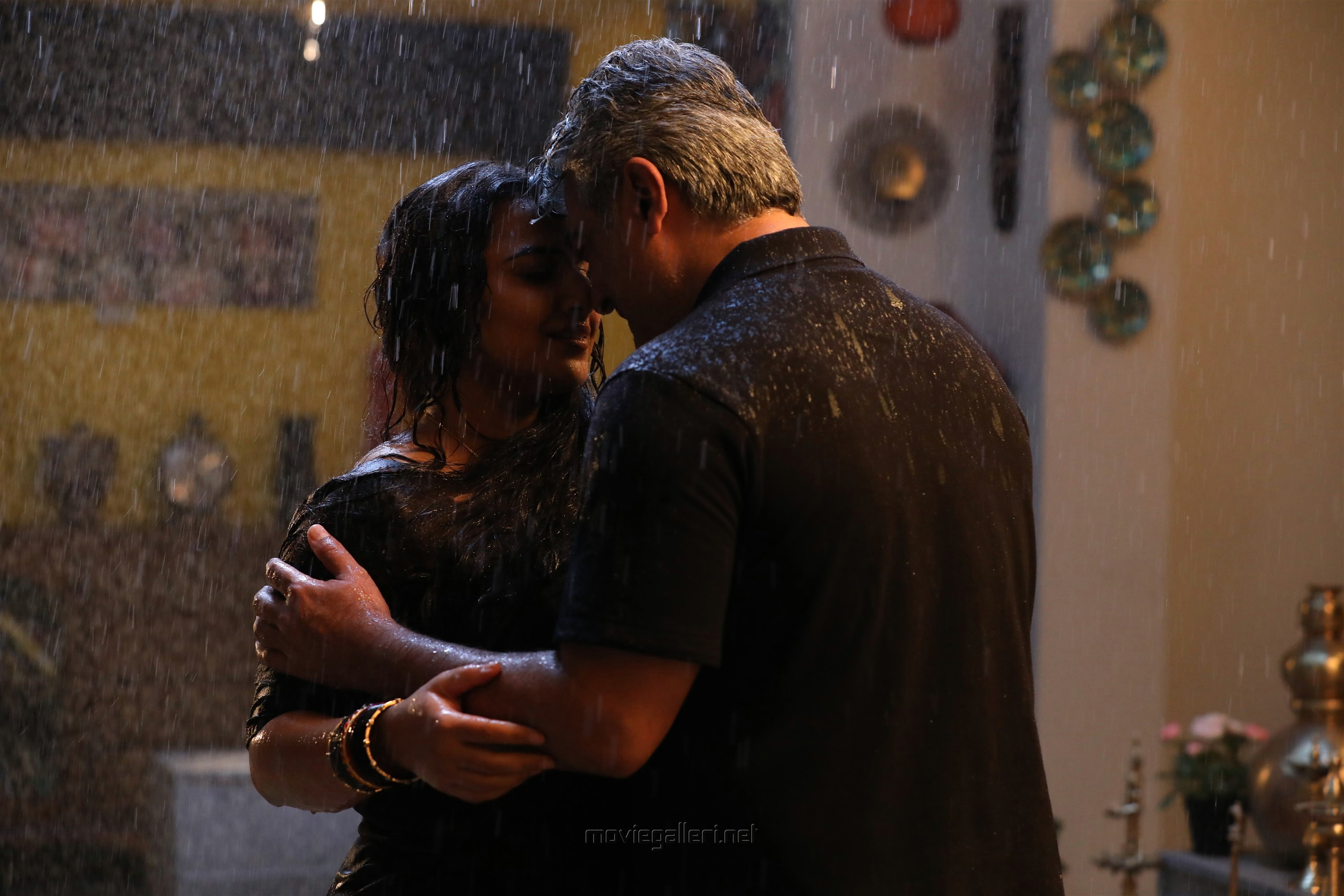 Vidya Balan, Ajith in Nerkonda Paarvai Movie HD Images
